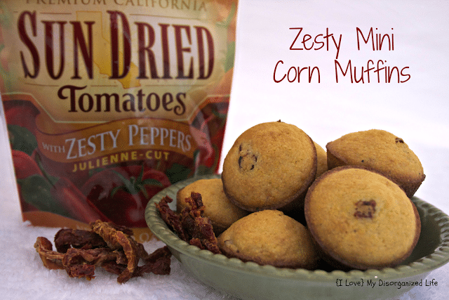 Zesty Mini Corn Muffins / {I Love} My Disorganized Life #bellasunluci #muffins