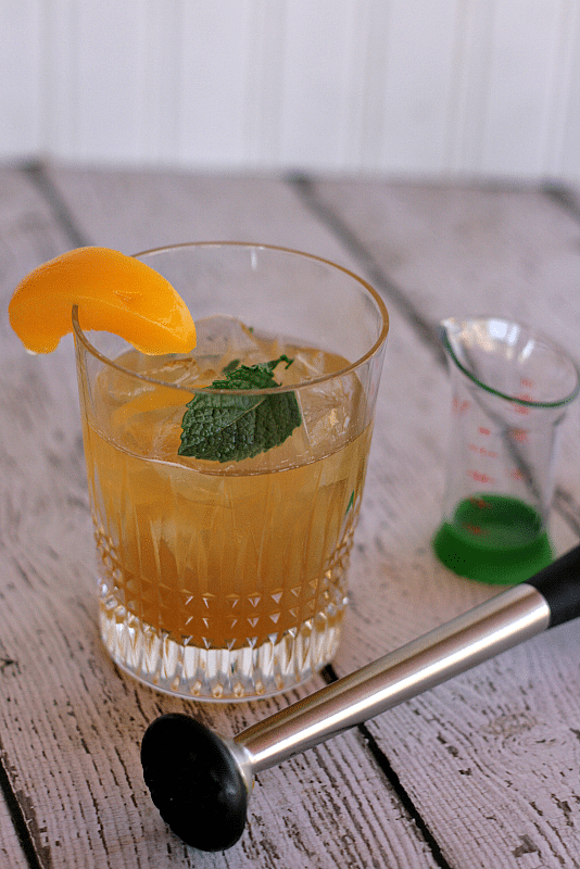 Elderberry Whiskey Peach Smash #BruncgWeek #whiskey