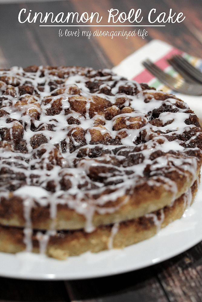 Brown sugar, cinnamon and icing make this cinnamon roll cake the best ever!