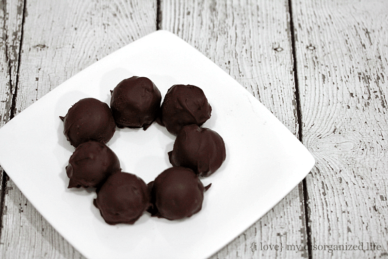 With just three ingredients and one afternoon, you can be eating these deliciously rich, moist and festive OREO cookie balls!