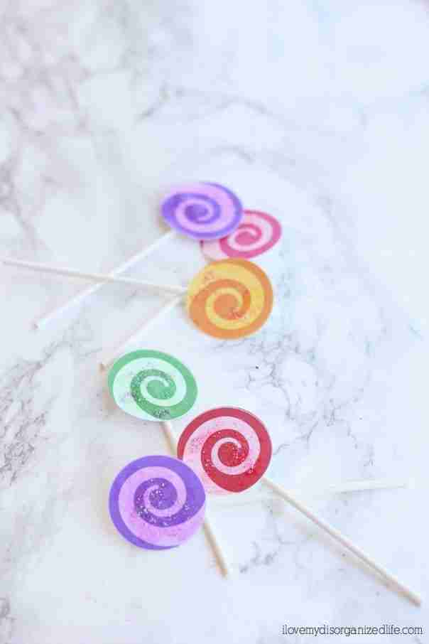 Lollipop cupcake toppers are easy to make, festive and colorful, exactly what every party needs! Perfect for a 'candy' party theme.